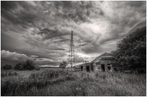 abandoned winnipeg cloudy farm manitoba abandonedhouse hdr farmyard nikkor1024mm morrismulvey