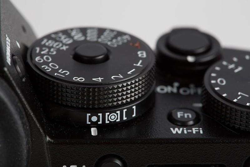 fuji-x-t1-dials-right