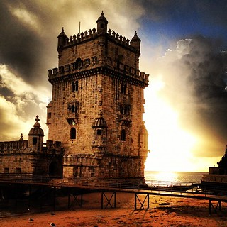 صورة Belém Tower قرب Algés. autumn cloud sun tower portugal rio square de lisboa lisbon lofi dramatic belem squareformat tejo portuguese torred iphoneography instagramapp uploaded:by=instagram