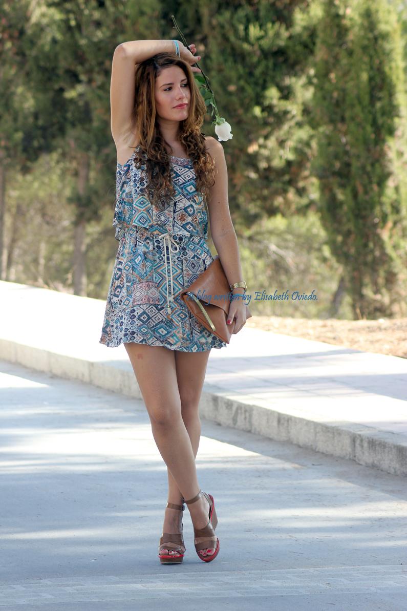 vestido-étnico-oasap-y-cuñas-marrones-zara-HEELSANDROSES-(4)