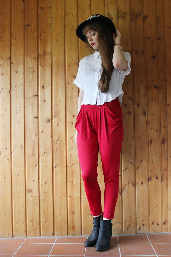 burgundy pants - trend weinrot burgundy modetrend - pistol boots outfit blog inspiration