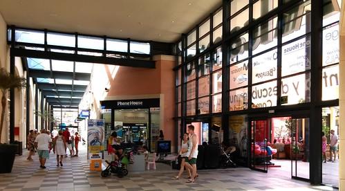 Área tecnológica en el Centro Comercial La Zenia
