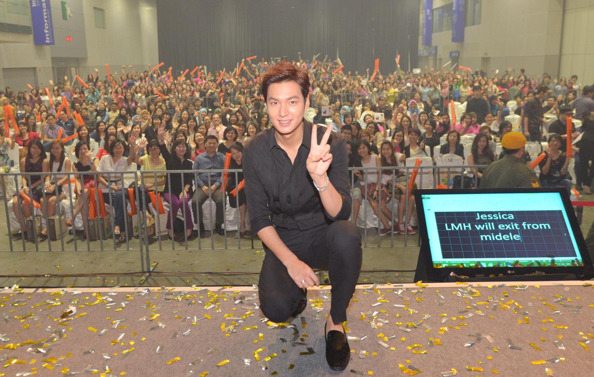 Lee Min-ho Audience Group Photo