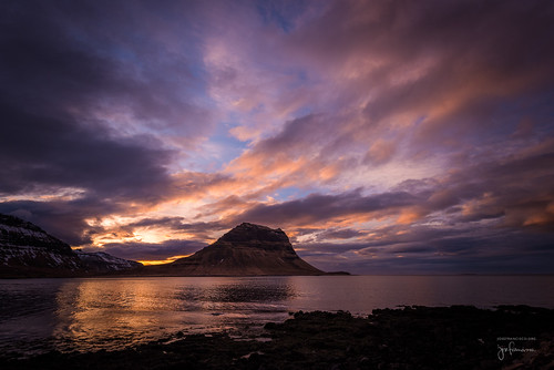 1635mmf4gvr atlanticocean d810a grundarfjörður iceland kirkjufell nikkor nikon océanoatlántico snæfellsnespeninsula westernregion atardecer cloud clouds nube nubes ocaso ocean océano puestadelsol sunset is