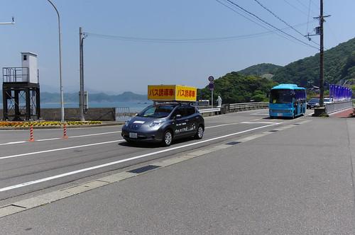 バス誘導車