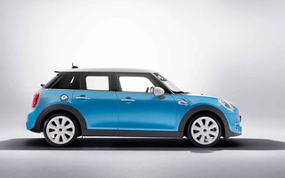 This Is The New Mini 5 Door Hatchback Carzgarage