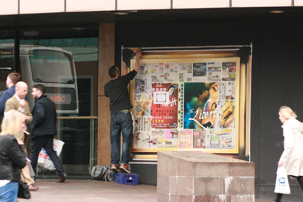 Painter, Painting Adverts on Argyle Street (2)