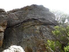 Plate-forme sommitale : la fin des câbles métalliques au 2ème piton rocheux
