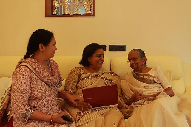 Granny Hasumatiji with Kirtida & Pratibha