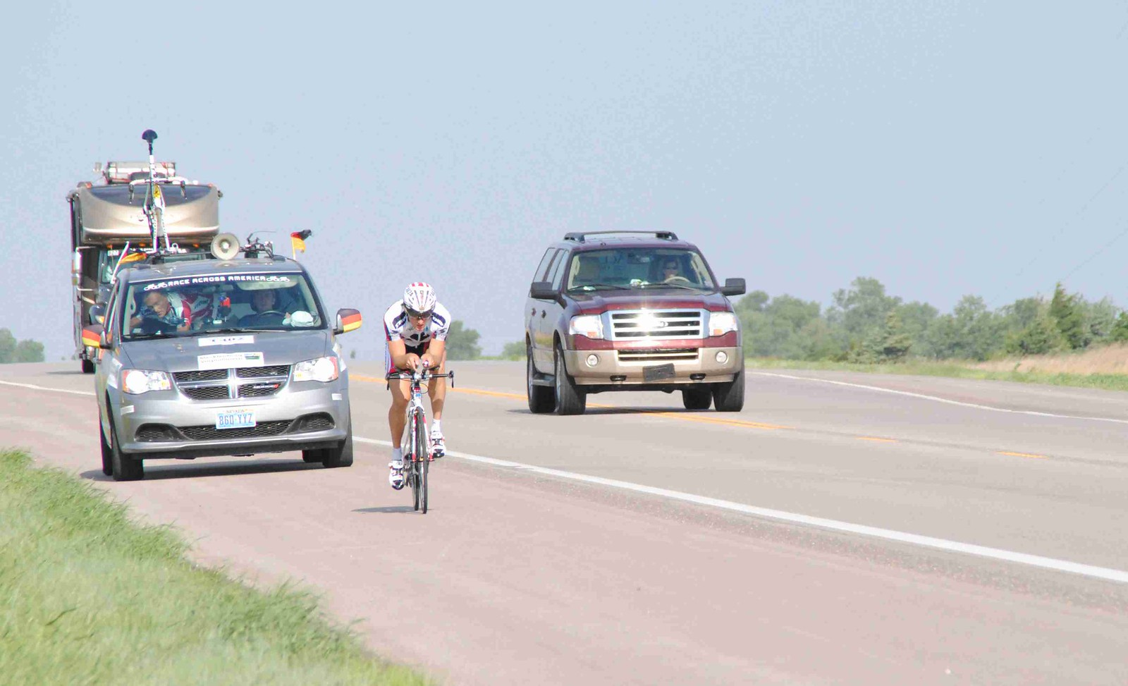Fahrer Begleitfahrzeug und Wohnmobil - die typische Reihenfolge beim Rennen Foto privat