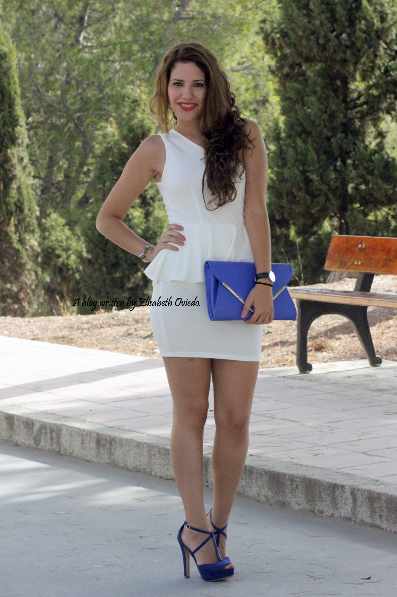 vestido-blanco-peplum-y-tacones-azules-marypaz-HEELSANDROSES-(6)