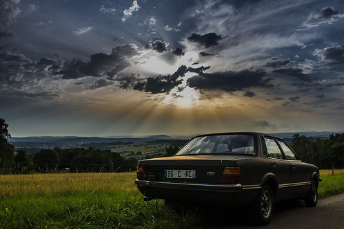 road old light sunset sky cloud color green cars ford nature car canon landscape eos soleil flickr jonathan earth coucher rusty scene vert voiture planet aged mm t3 paysage taunus emil throwback wartel antonowsky