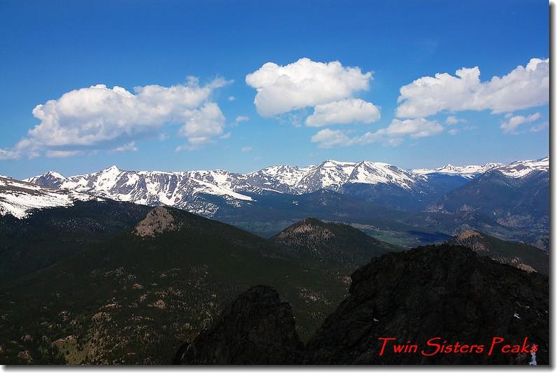 Twin Sister Peaks山頂遠眺落磯山脈