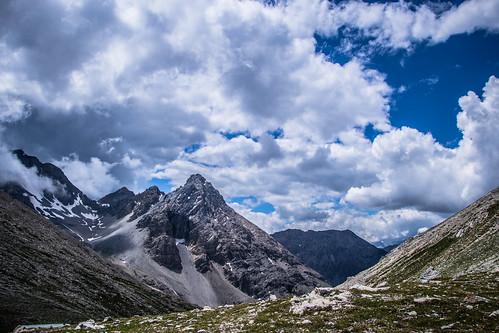 grand hoche montagne natura bivacco