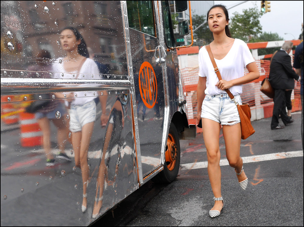 w 25 bleached out cut offs white vee neck tee striped flats with ankel strap shoulder bag mud truck