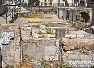 resti dei piani interrati delle abitazioni demolite di via Alessandrina