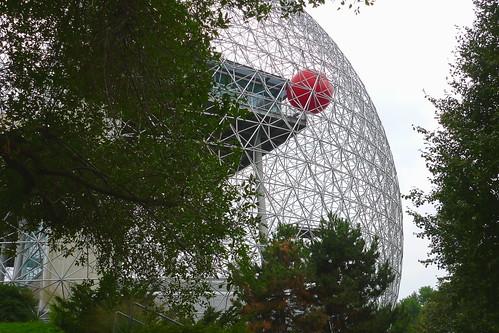 La RedBall à la Biosphère de Montréal