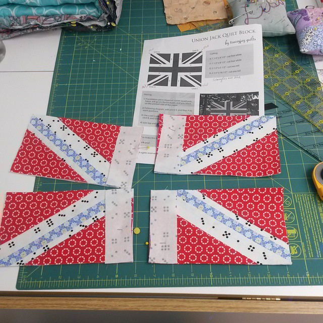 Getting back to my September bee block for Janet #unionjackblock #traceyjayquilts #canadiansquiltbee