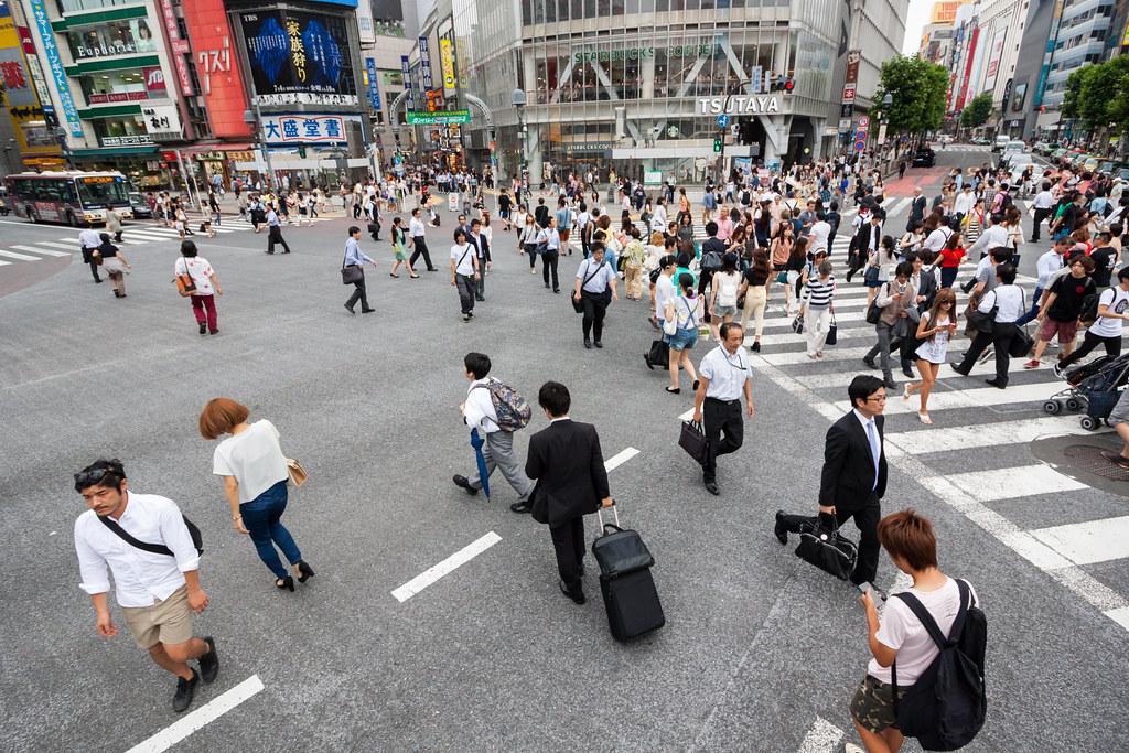 Shibuya scramble crossing : Canon EF-S 10-18mm F4.5-5.6 IS STM testshot