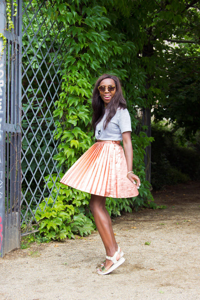 How to wear a rose gold metallic skirt