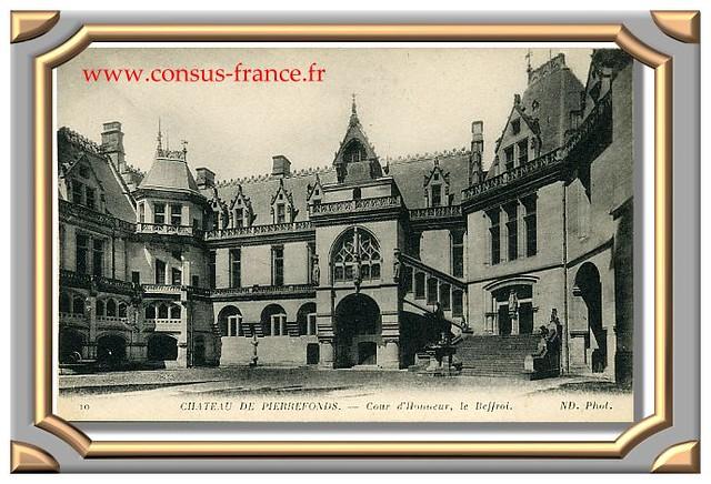 10 CHATEAU DE PIERREFONDS. - Cour d'Honneur, le Beffroi. ND. Phot.