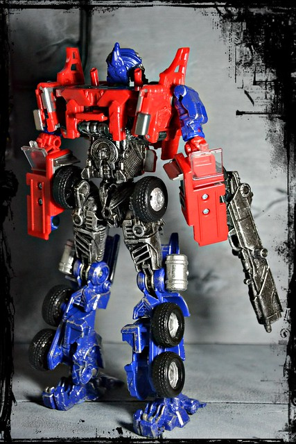 Evasion Mode Optimus Prime - Transformers: Age of Extinction