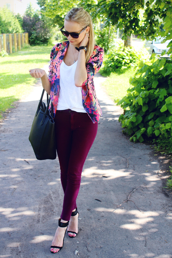how-to-style-tropical-print-blazer