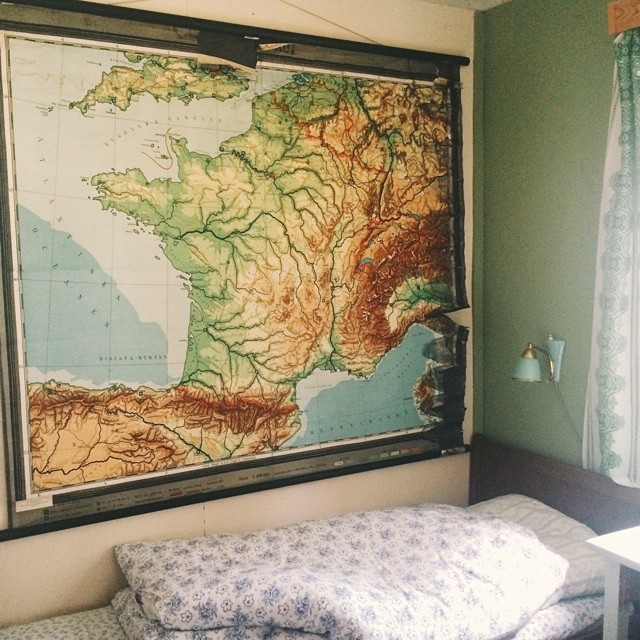 today i bought this enormous map of france. it fits the wall of our tiniest bedroom perfectly!
