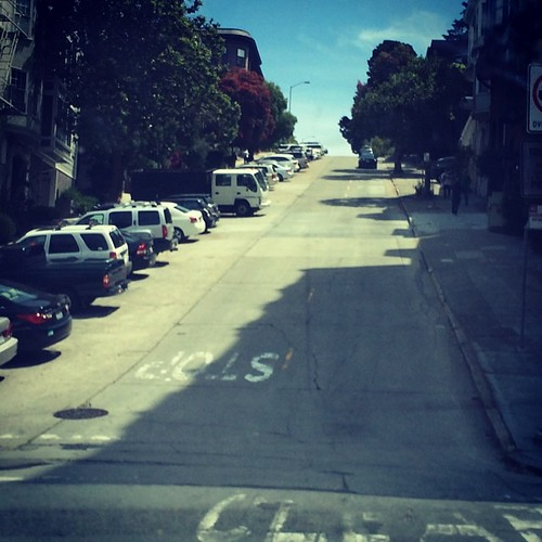 The hill on the way to the crooked part of #lombardstreet. #sanfrancisco #kategoestocalifornia