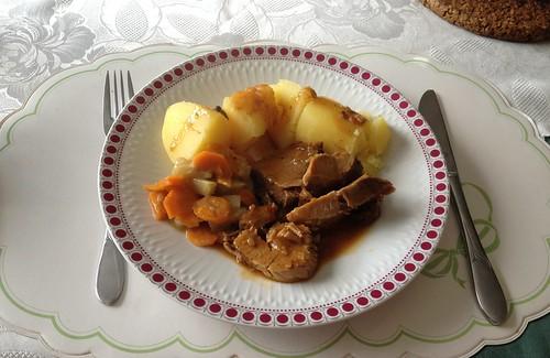 Jägerrollbraten mit Kohlrabi-Möhrengemüse & Salzkartoffeln / Pork roast with kohlrabi carrot vegetables & potatoes