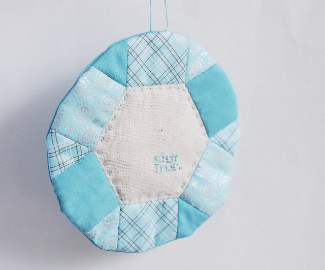 Quilted Hexagon Frame