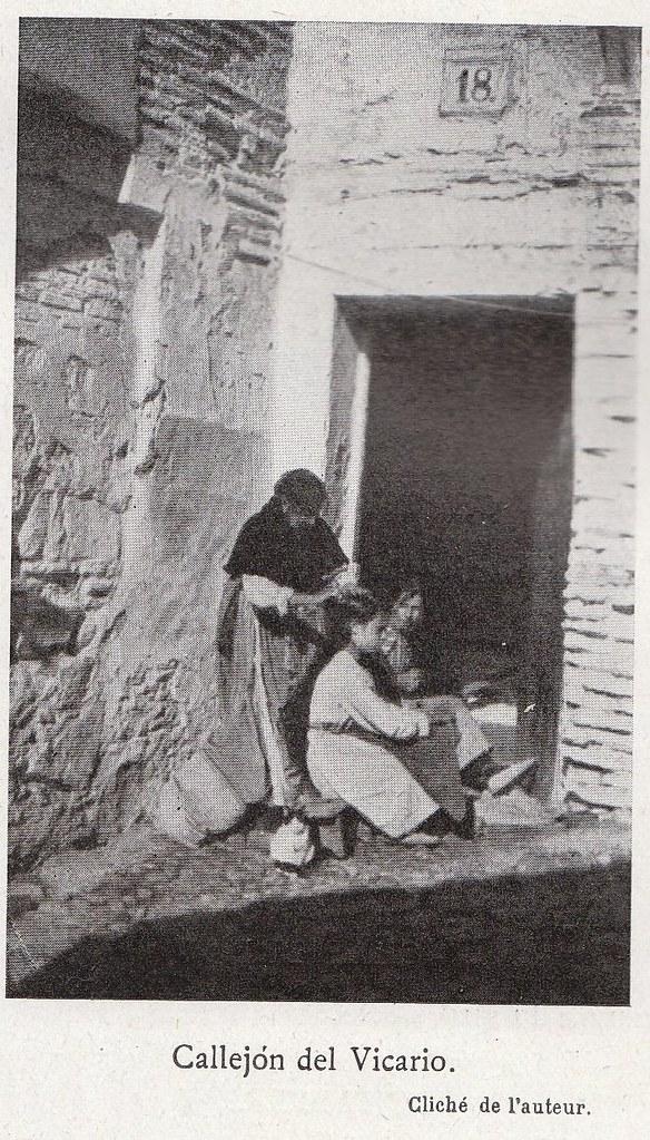 Callejón del Vicario a comienzos del siglo XX. Fotografía de Élie Lambert publicada en su libro Les Villes d´Art Célebres: Tolède (1925)