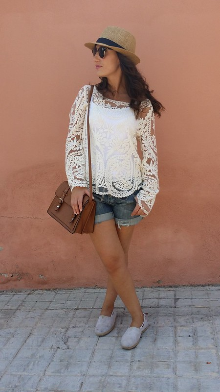 Top boho bordado beige, short vaquero, espadriles, panamá, boho embroidered beige top, denim short, straw shoes, Panama hat, Choies, Pull & Bear, Mulaya, Primark, Ray – Ban