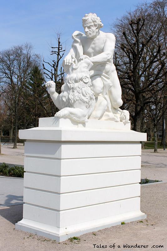 KARLSRUHE - Schlossplatz