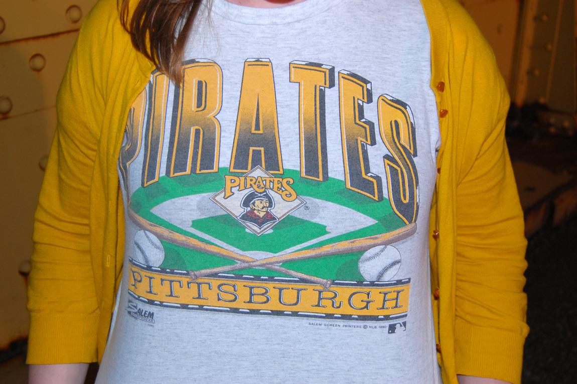 PiratesVintageShirt-CloseUp