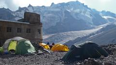 Namioty grupy Ryszarda Pawłowskiego, przy stacji meteo (Bethlemi Hut), 3680m.