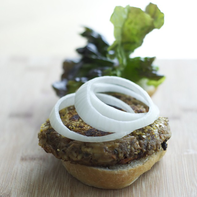 Spicy lentil veggie burgers
