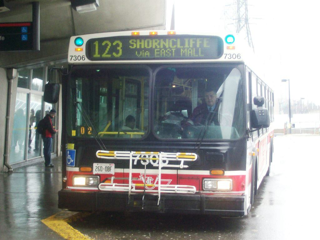 TTC 1999 New Flyer D40LF #7306