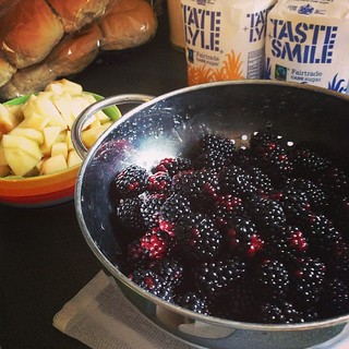 Blackberries and apples courtesy of our #tescofuelsave shopping spree #jam #cooking @tescofood #persilchallenge