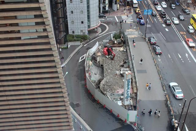 土浦亀城作の三原橋センター解体中 (14)