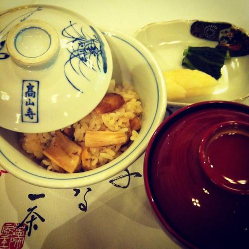 松茸の炊き込み御飯  香の物盛り合わせ  赤出汁
