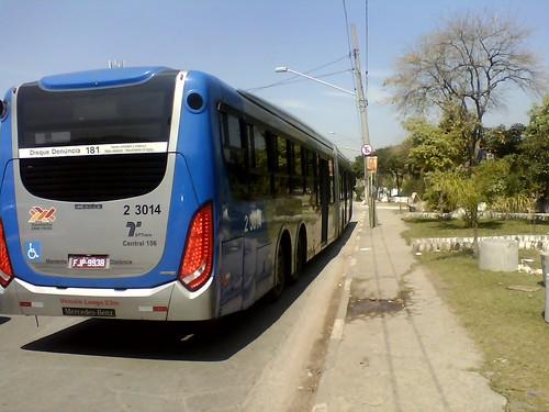 SAMBAIBA continua desrespeitando sinalização de trânsito e interdita ponto de ônibus na Inajar de Souza