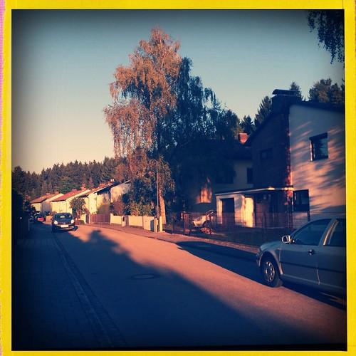 street houses sunset childhood munich münchen shadows memories birchtree ottobrunn riemerling