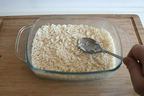 19 - Reis in Auflaufform geben / Put rice in casserole