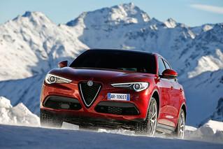 Alfa Romeo 2017 Stelvio web 05