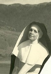 nun(1.0), white(1.0), photograph(1.0), monochrome photography(1.0), woman(1.0), female(1.0), monochrome(1.0), black-and-white(1.0), person(1.0),