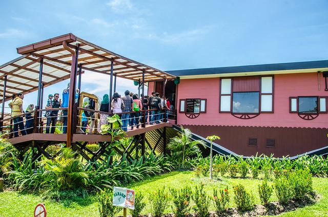 Visiting Rumah Terbalik (Upside Down House) at Tamparuli, Sabah
