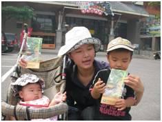 每天忙得不亦樂乎的怡潔和二個寶貝兒子