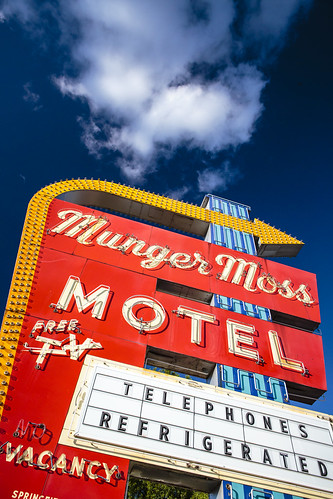 """""""Munger Moss"""" Motel sign Missouri """"Leclede County Missouri"""" """"Route 66"""" """"Route 66 Missouri"""" signs neon """"Neon Sign"""" """"vingtage sign"""" vintage """"old route 66"""" """"Lebanon Missouri"""" Lebanon Notley """"Notley Hawkins"""" 10thavenue http://www.notleyhawkins.com/ """"Missouri Photography"""" """"Notley Hawkins Photography"""" """"Rural Photography"""" 2014 July Midwest """"Rural USA"""""""
