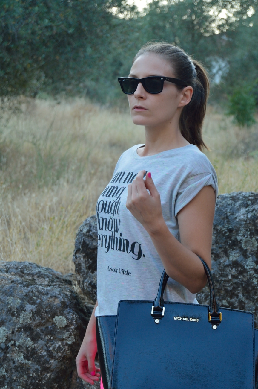 lara-vazquez-madlula-blog-style-fashion-blog-easy-look-grey-tee